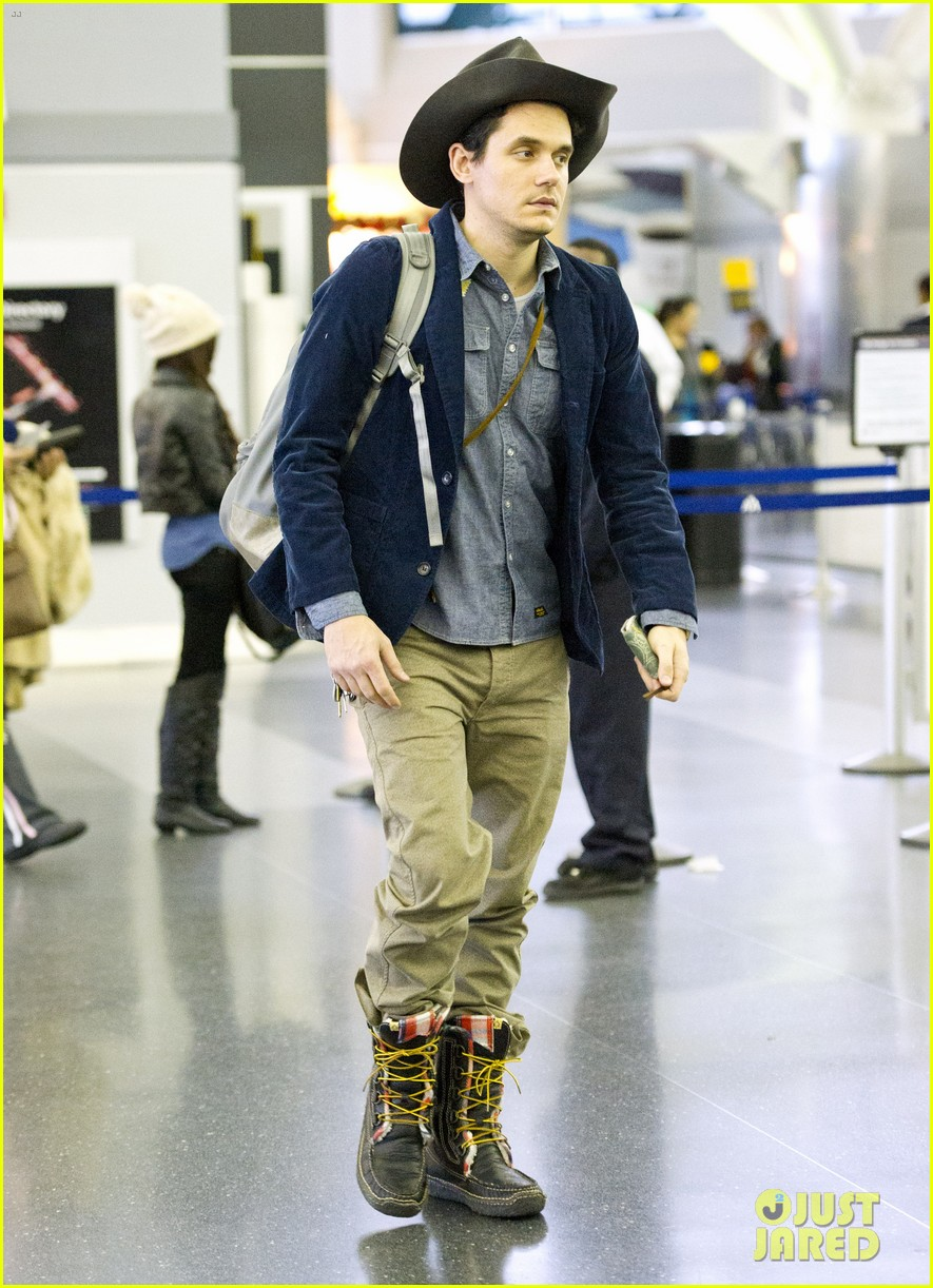 john mayer airport arrival guy 02