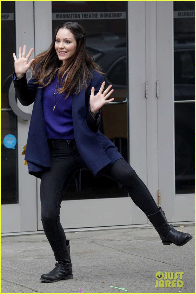 katharine mcphee jazz hands on smash set 01