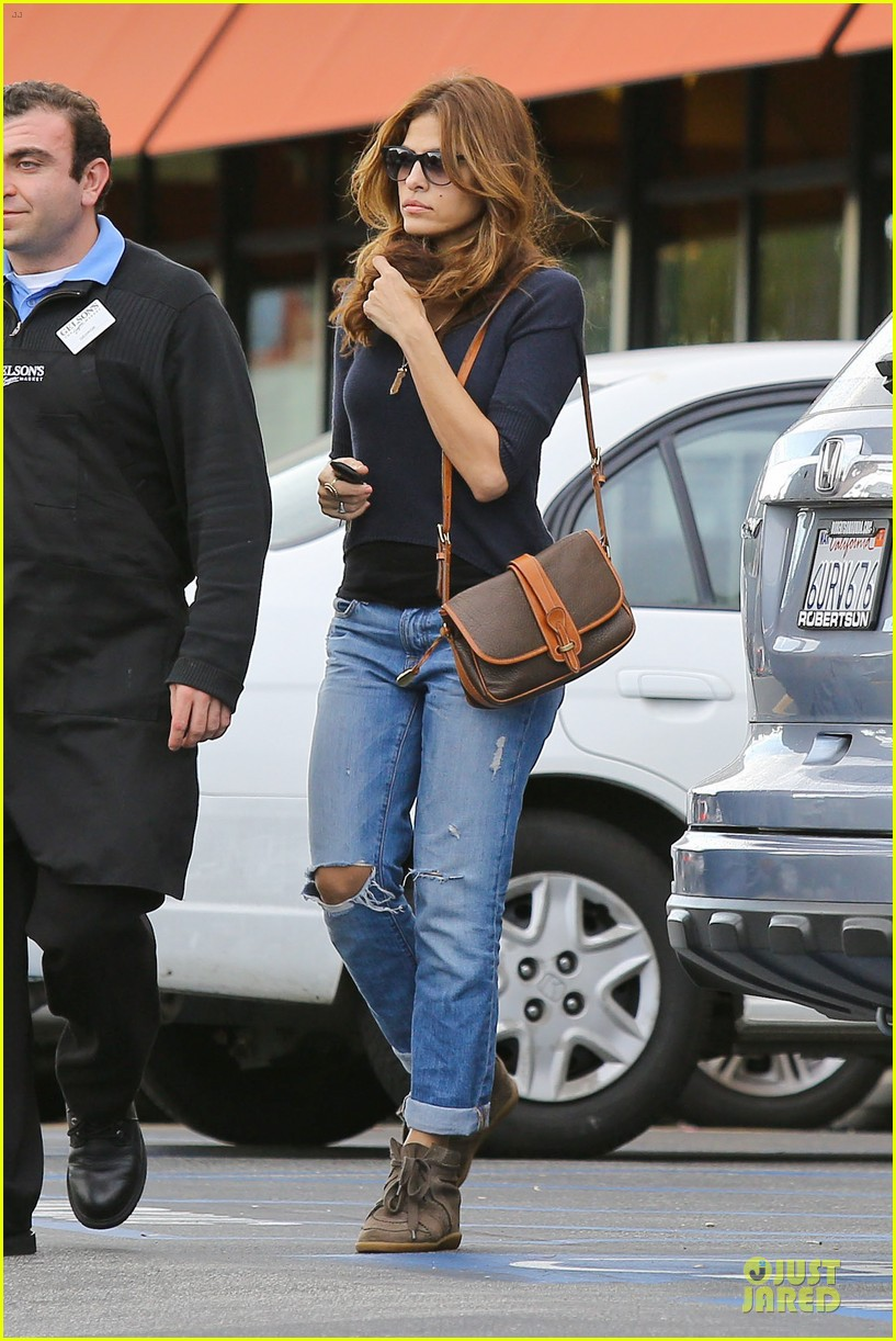eva mendes grocery shopping with a gal pal 11