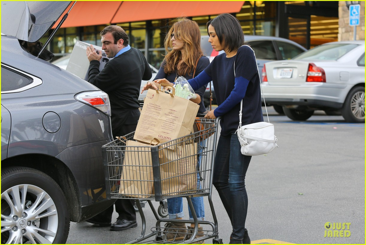 eva mendes grocery shopping with a gal pal 16