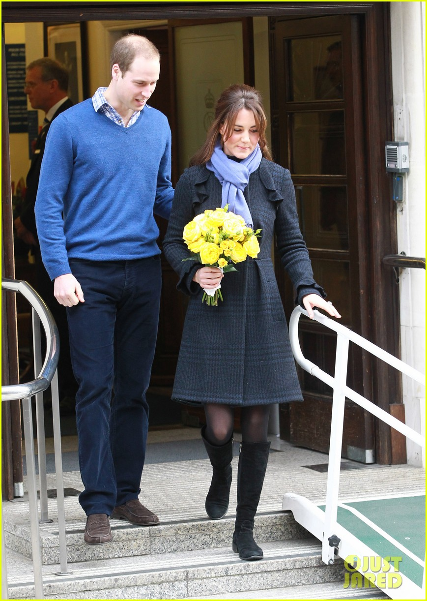 pregnant kate middleton leaves hospital with prince william 082770293