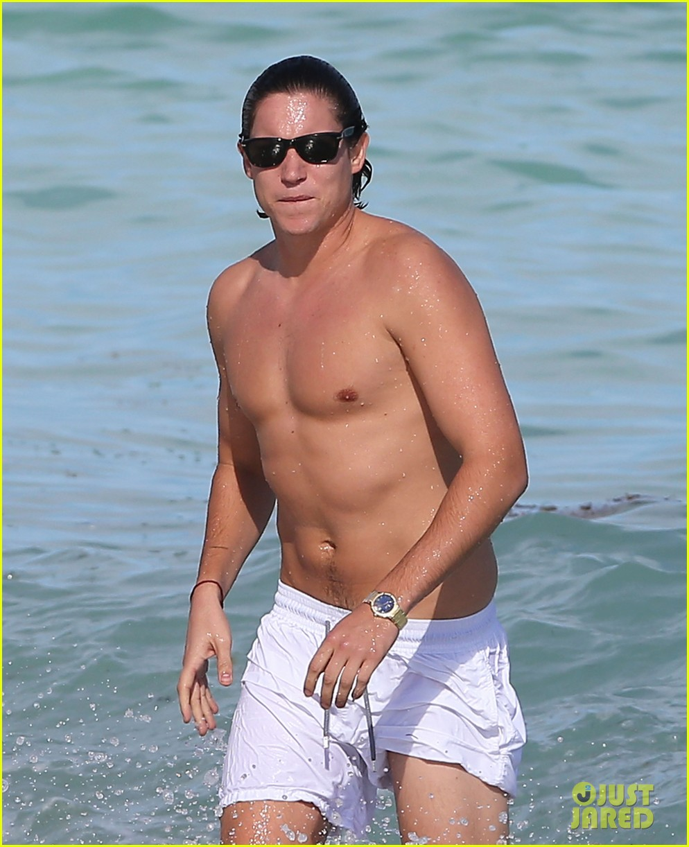 demi moore hits south beach vito schabel goes shirtless 04