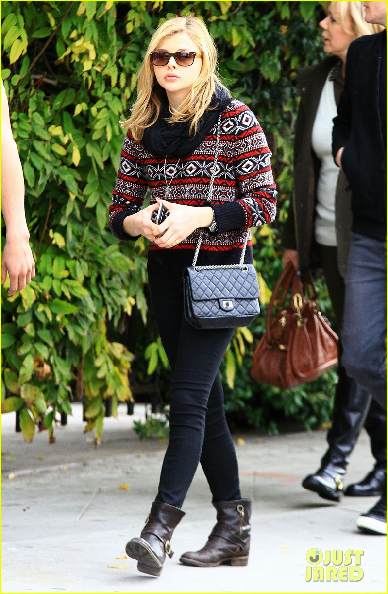 chloe moretz sur lunch with mom teri 022775660