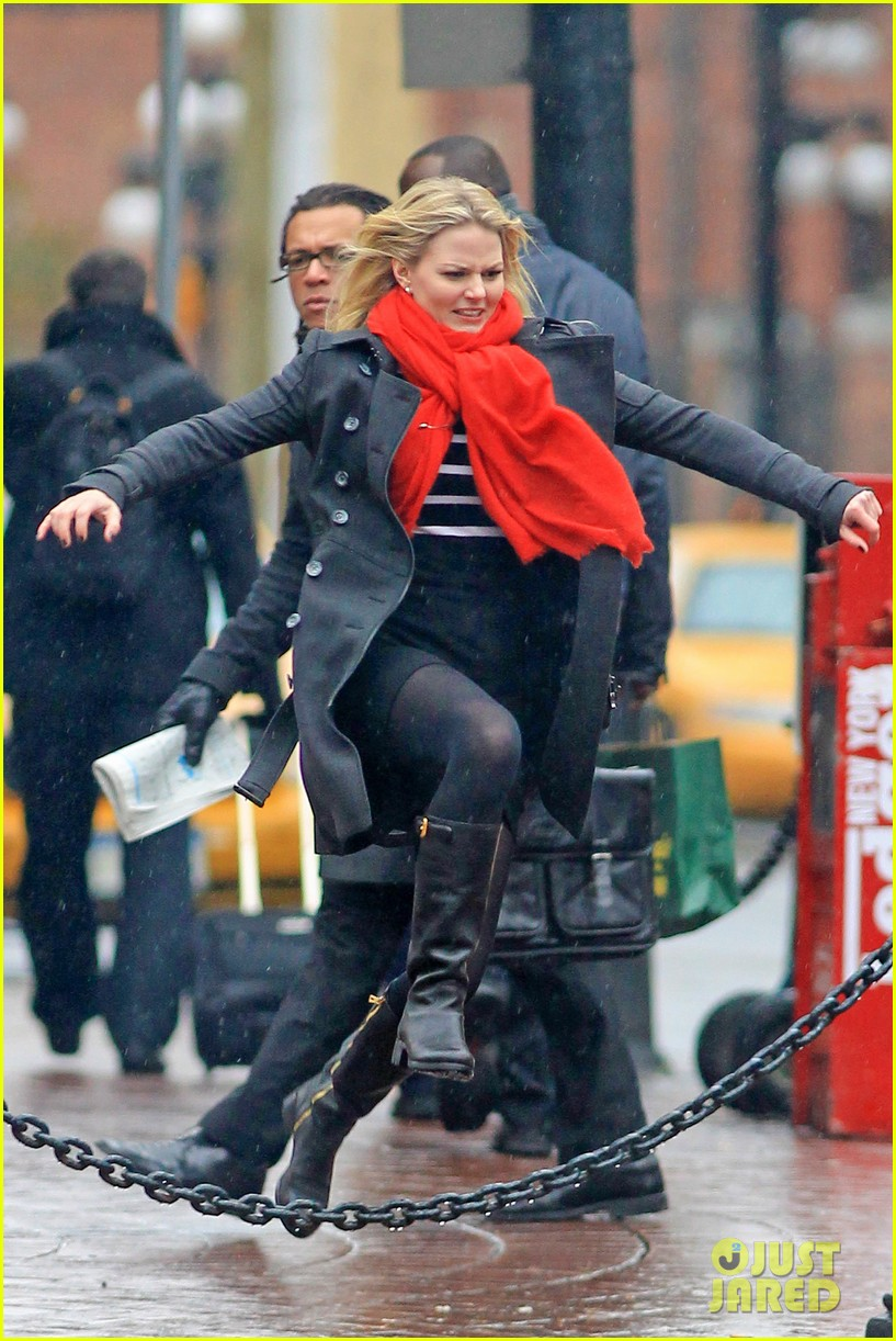 jennifer morrison runs jumps for once upon a time 03