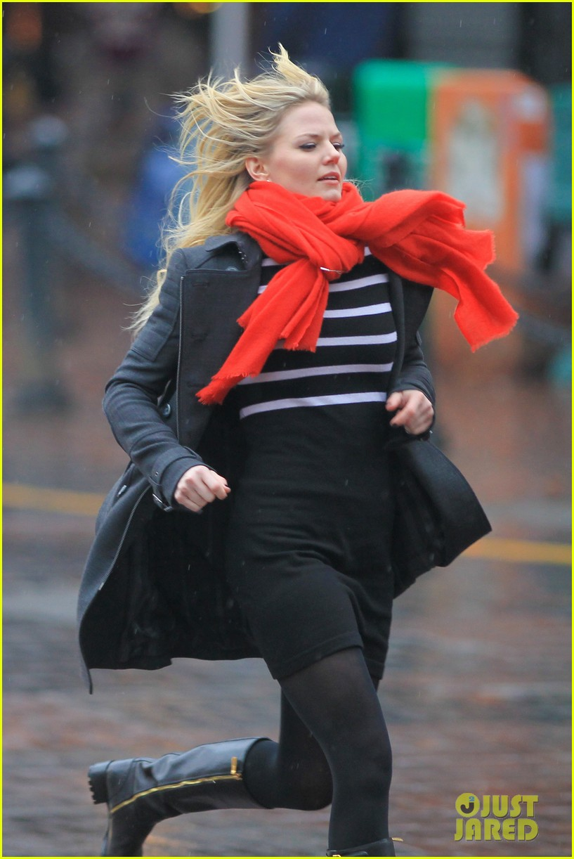 jennifer morrison runs jumps for once upon a time 042775876