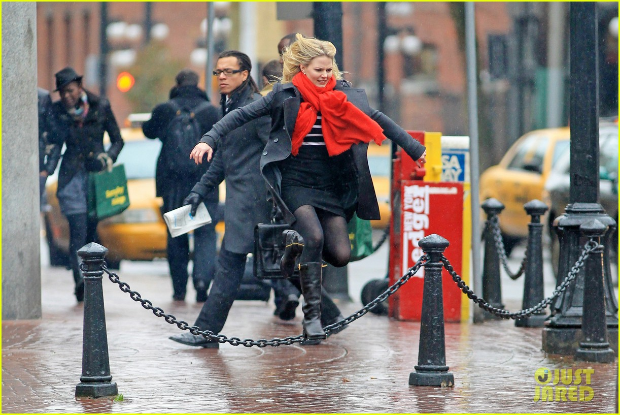 jennifer morrison runs jumps for once upon a time 08