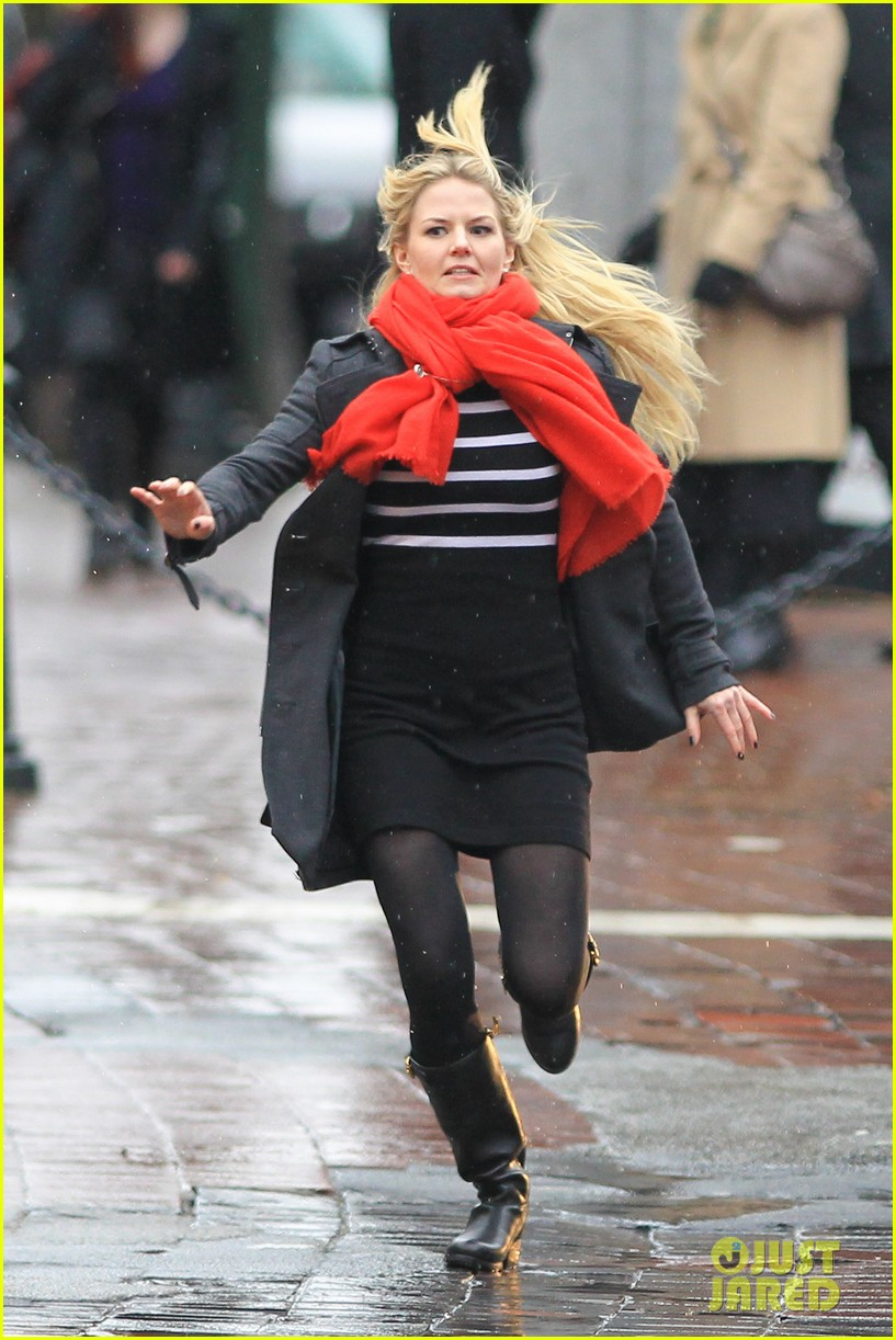 jennifer morrison runs jumps for once upon a time 152775887