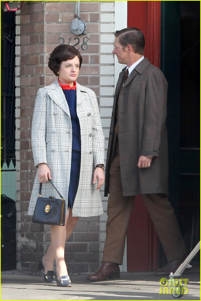 elisabeth moss mad men set with jon hamm 042769585