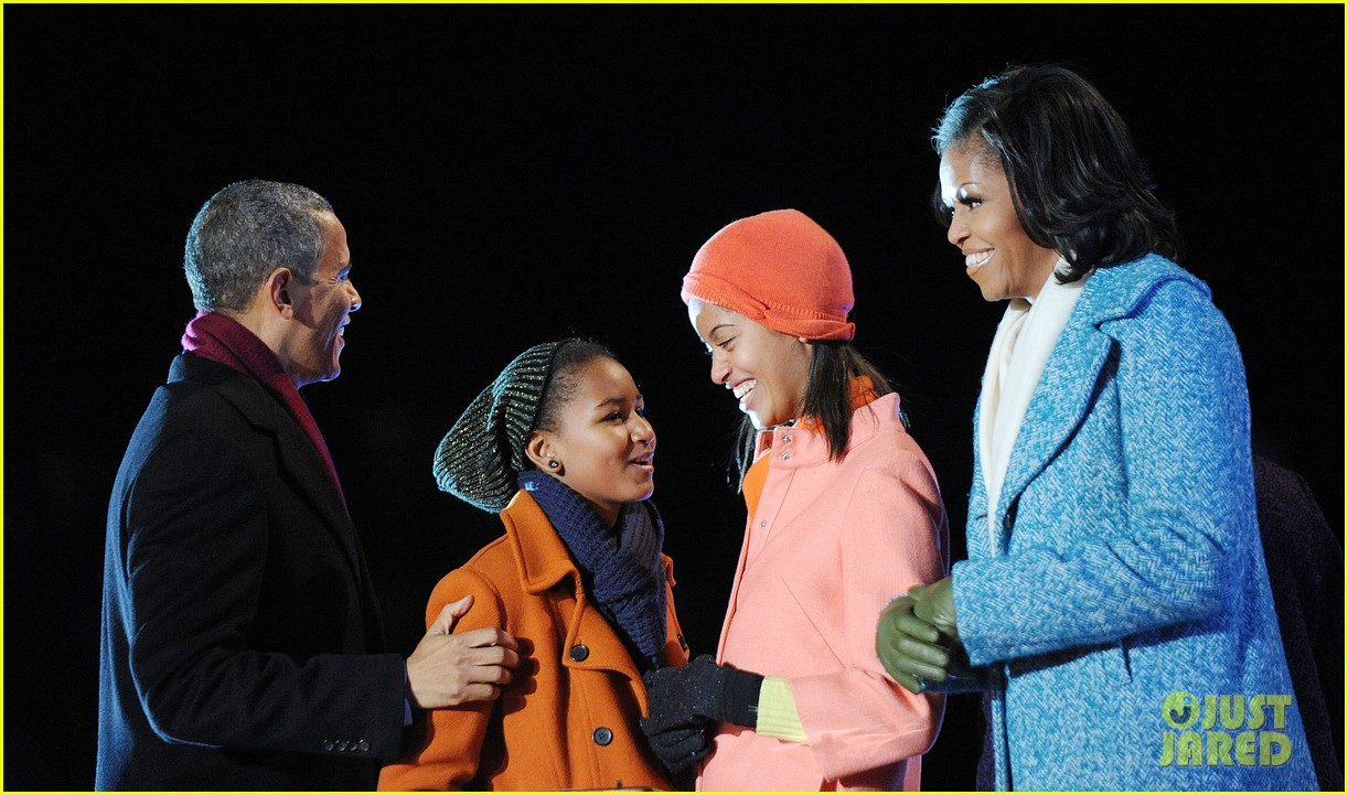 barack obama tree lighting with michelle the girls 07