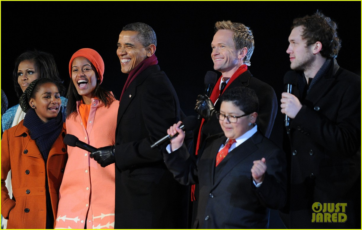 barack obama tree lighting with michelle the girls 18