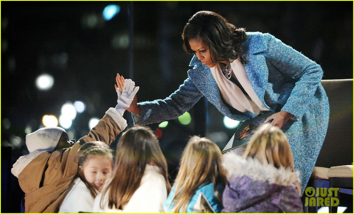 barack obama tree lighting with michelle the girls 222770695