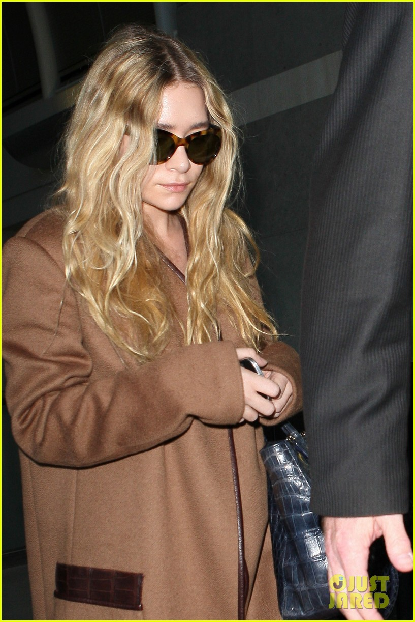 ashley olsen lands at lax after flight trouble 16