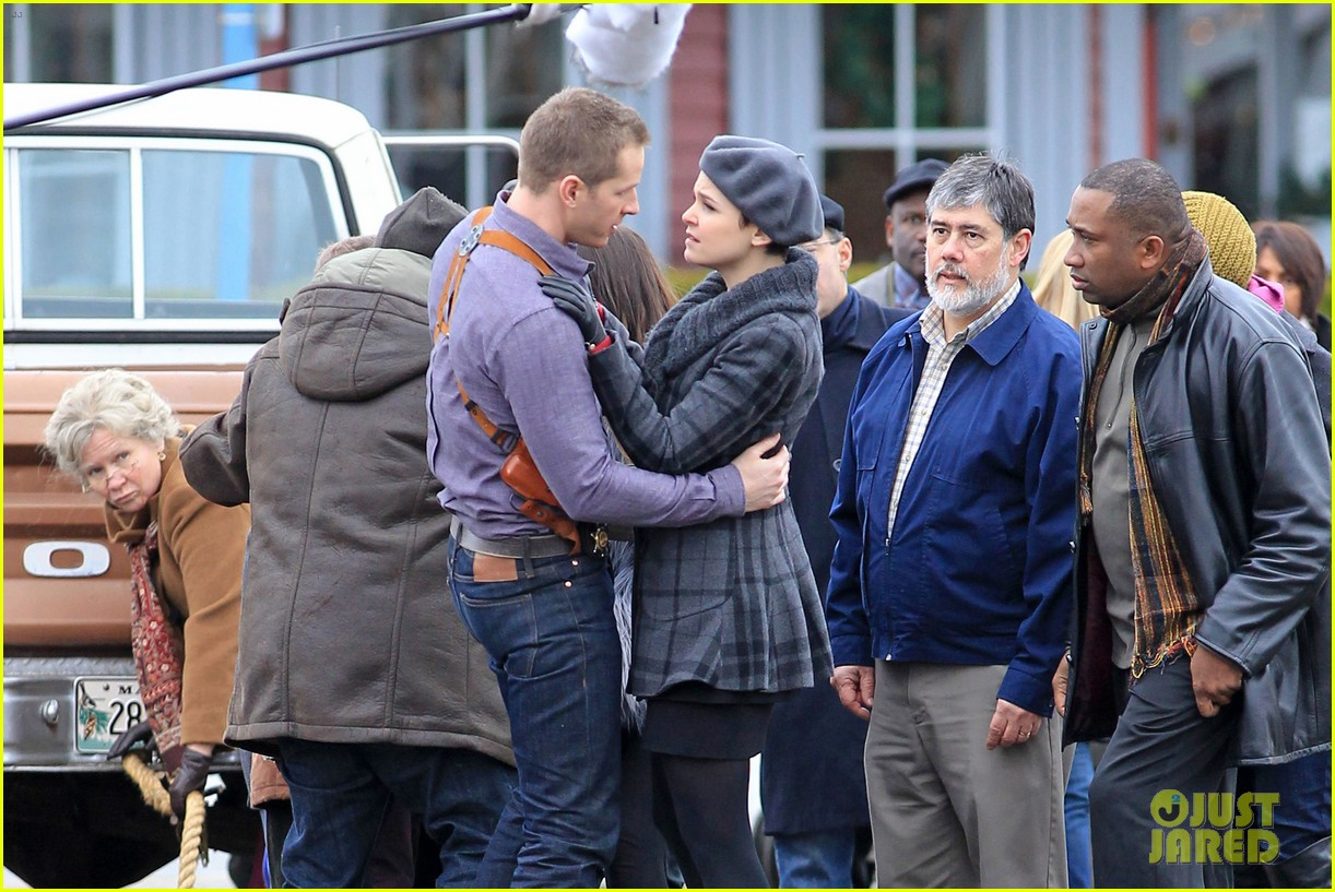 ginnifer goodwin josh dallas kiss set 09