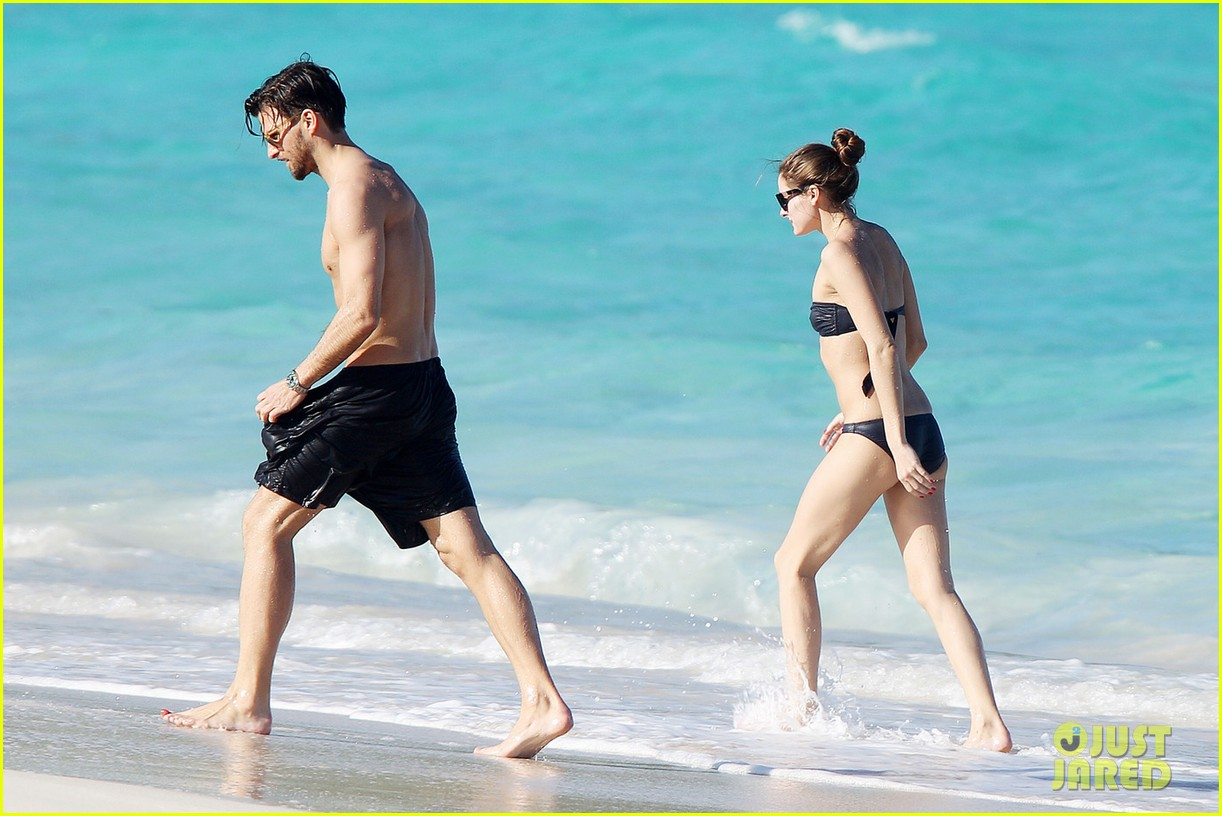 olivia palermo bikini beach with shirtless johannes huebl 17