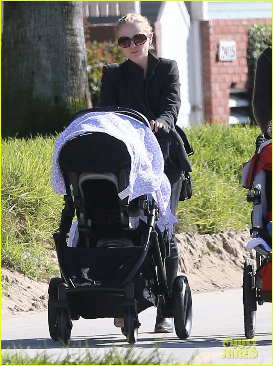 anna paquin venice boardwalk stroll with the twins 09