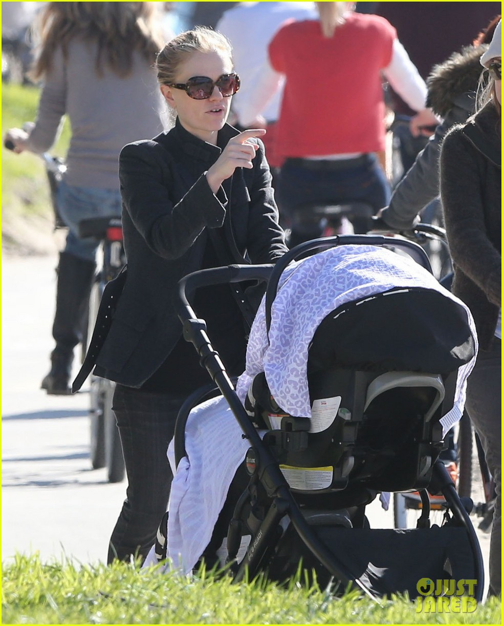 anna paquin venice boardwalk stroll with the twins 13