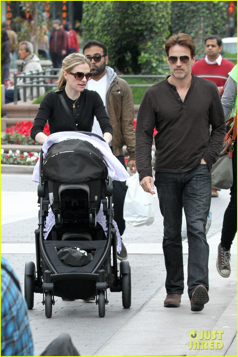 anna paquin stephen moyer holiday shopping with the twins 13