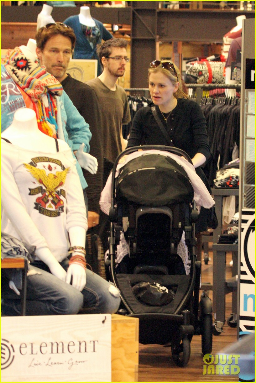 anna paquin stephen moyer holiday shopping with the twins 21