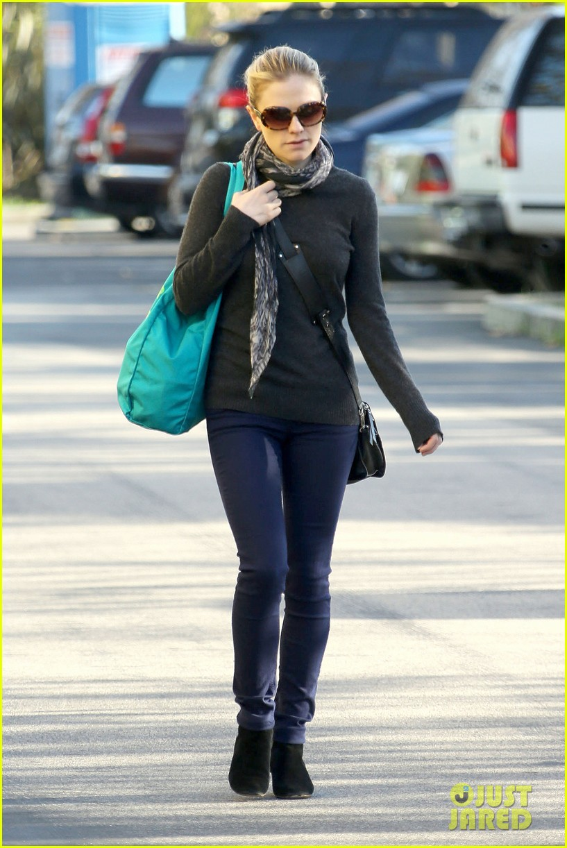 anna paquin farmers market morning 03