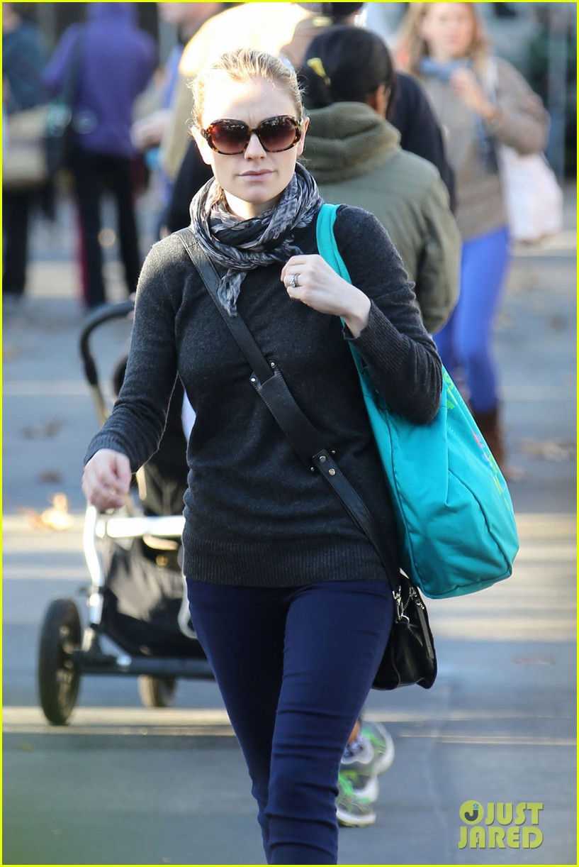 anna paquin farmers market morning 11