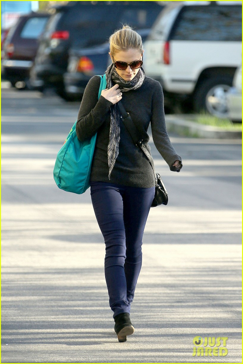 anna paquin farmers market morning 142776071