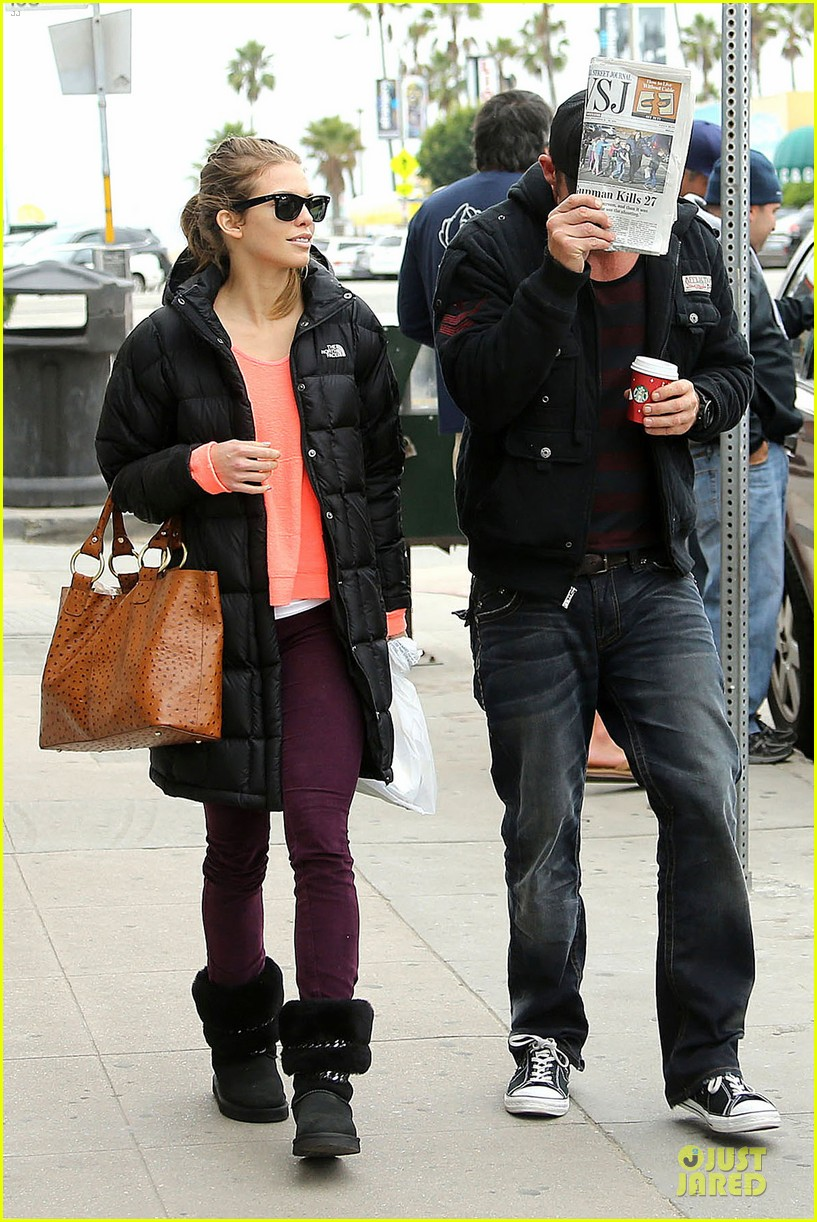 annalynne mccord & dominic purcell coffee strolling couple 052777156