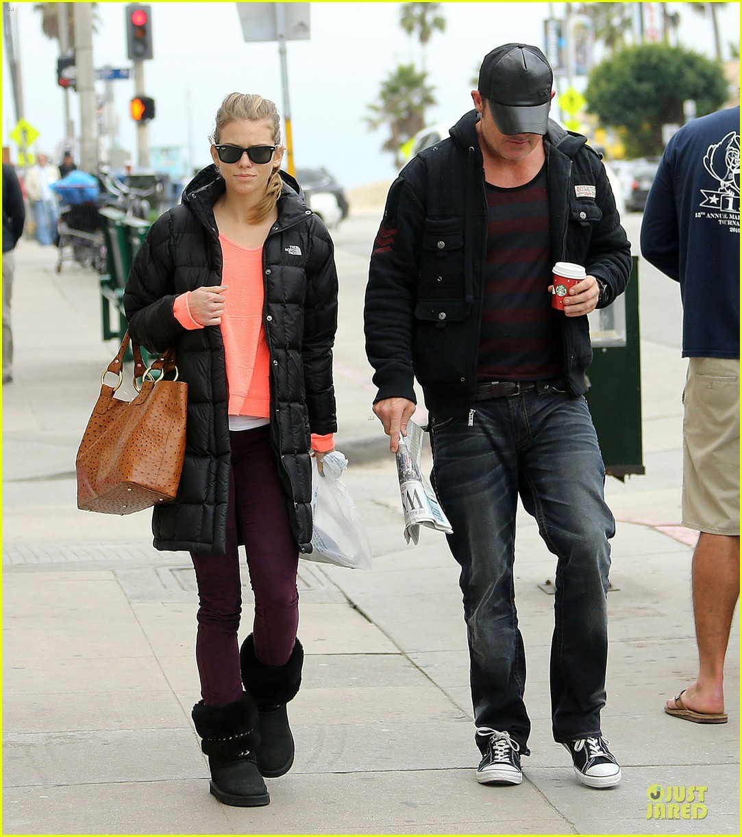 annalynne mccord & dominic purcell coffee strolling couple 07