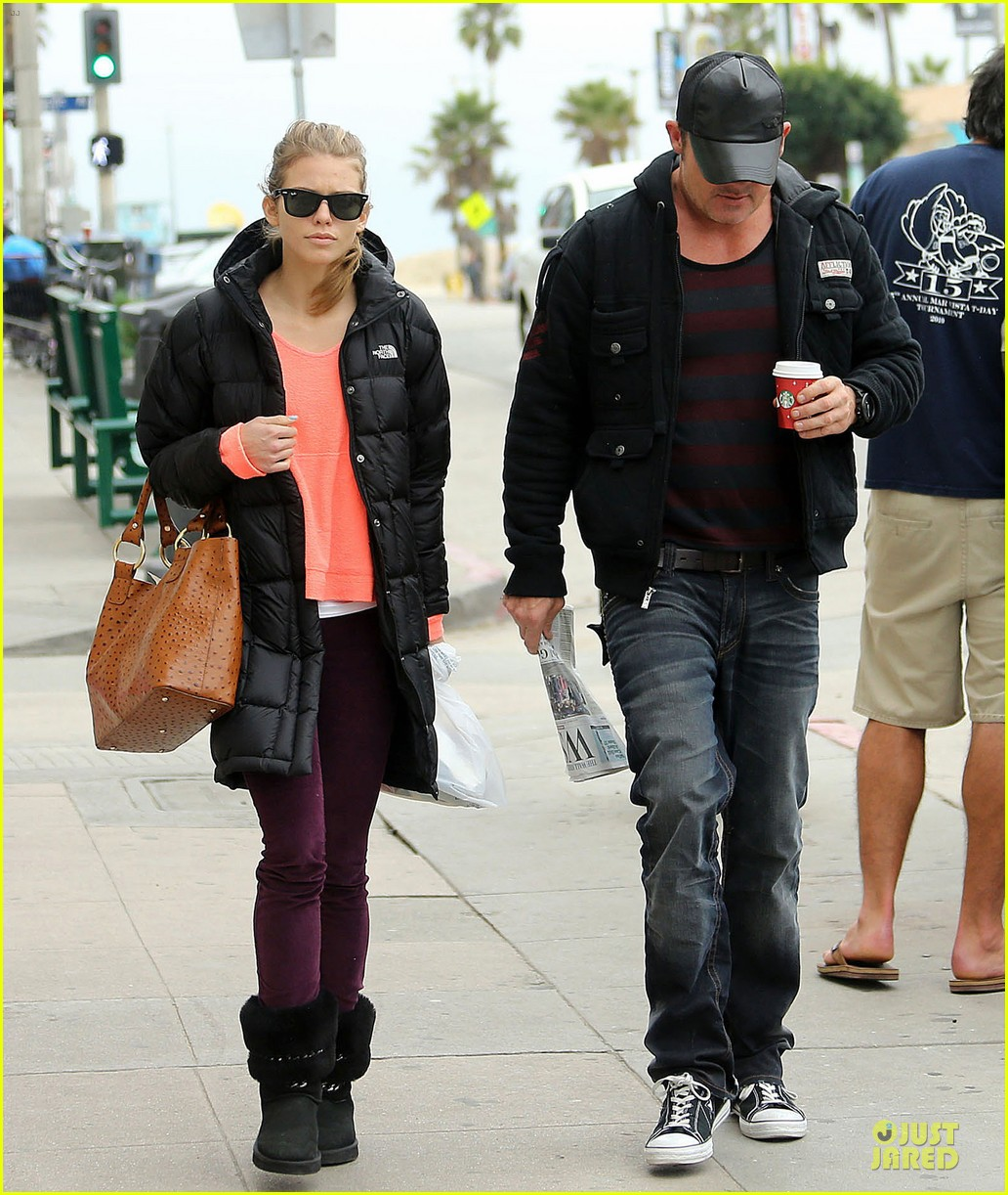 annalynne mccord & dominic purcell coffee strolling couple 10