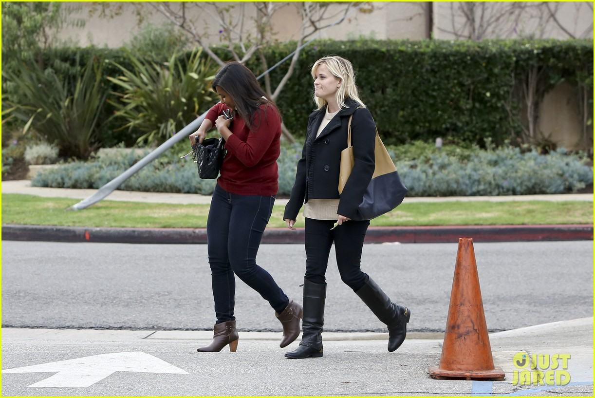 mindy kaling reese witherspoon lunch 01