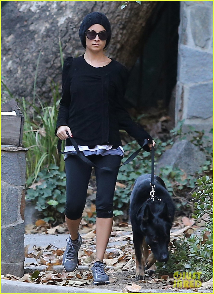 nicole richie morning stroll with her pup iro 032776847