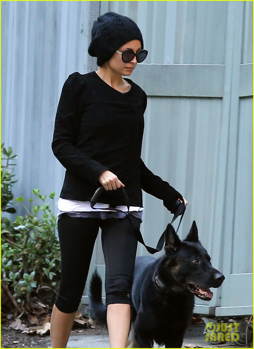 nicole richie morning stroll with her pup iro 13