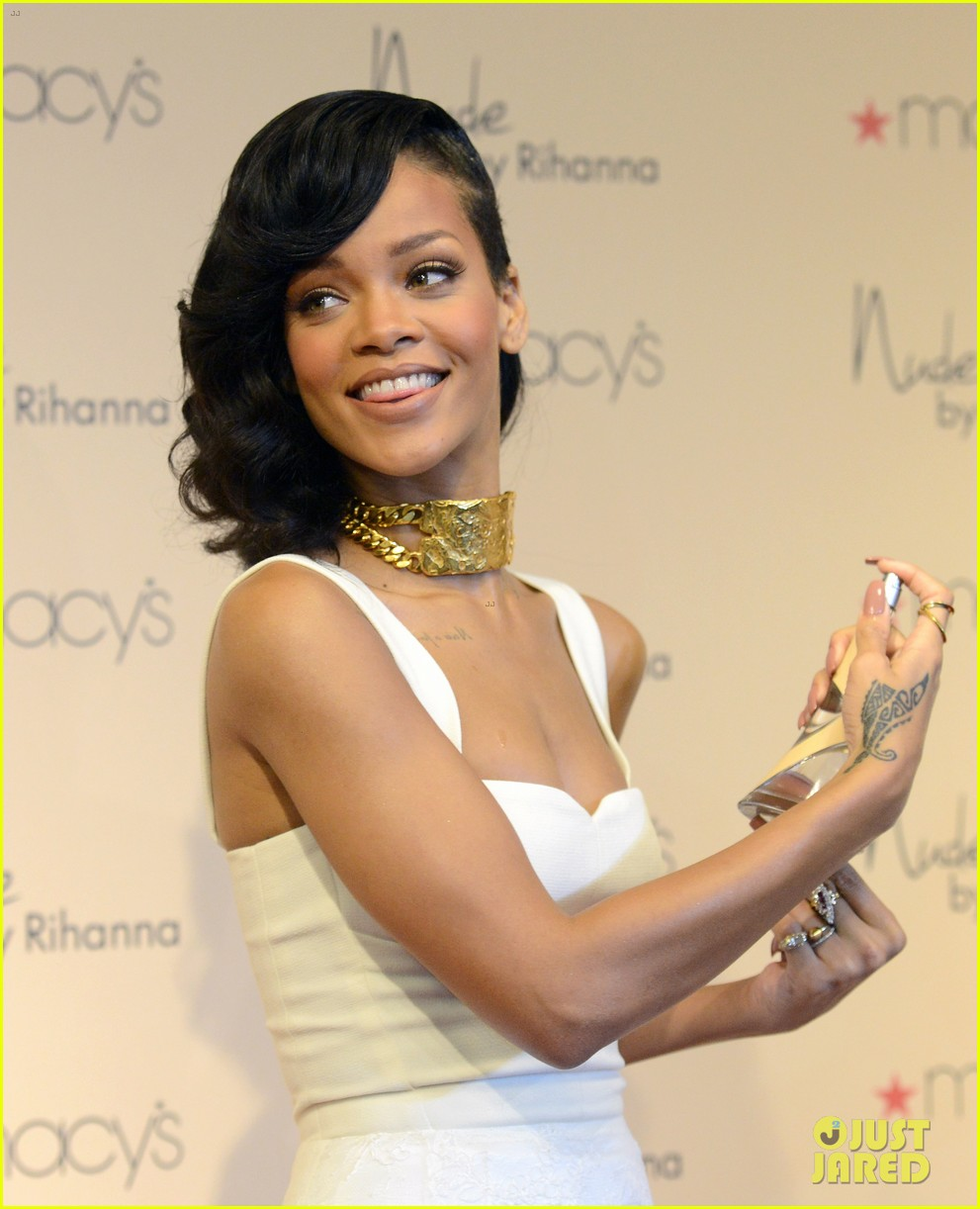 rihanna nude fragrance launch 27