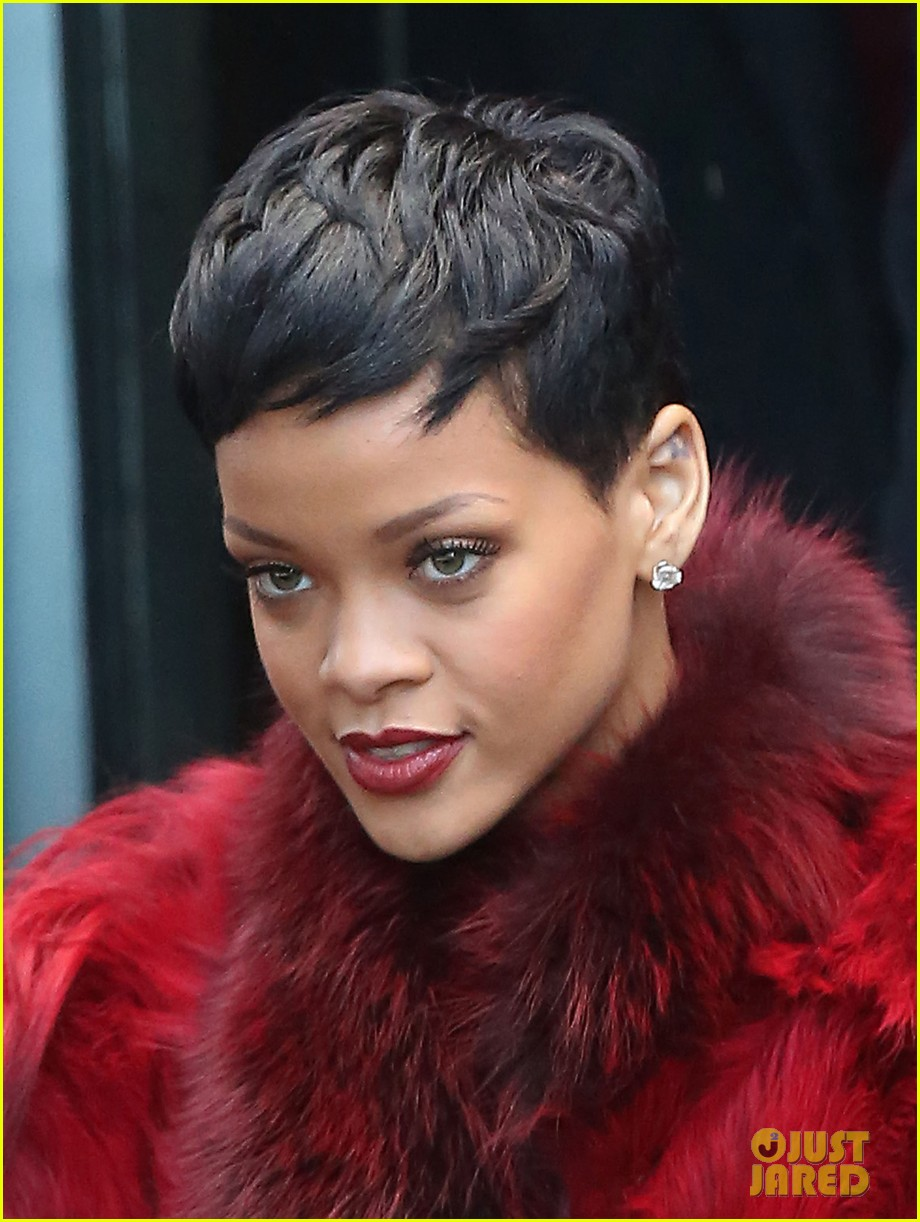 rihanna chris brown separate paris outings 182772899