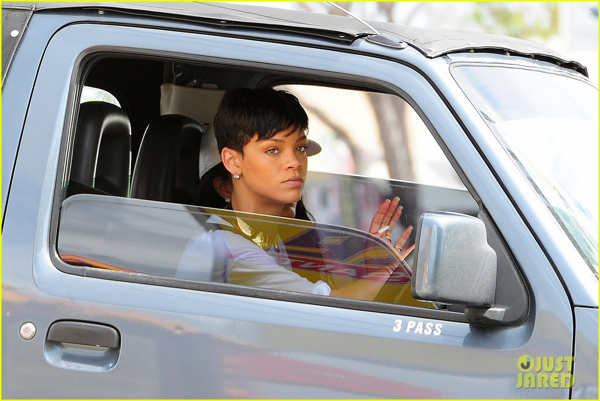 rihanna holiday shopping in barbados 17