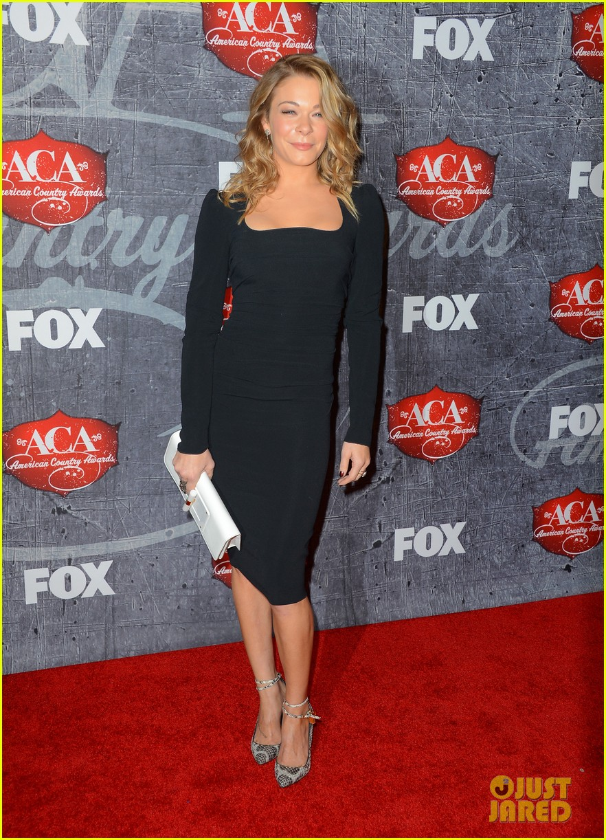 leann rimes acas 2012 red carpet 01