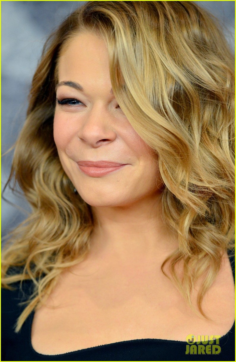 leann rimes acas 2012 red carpet 02