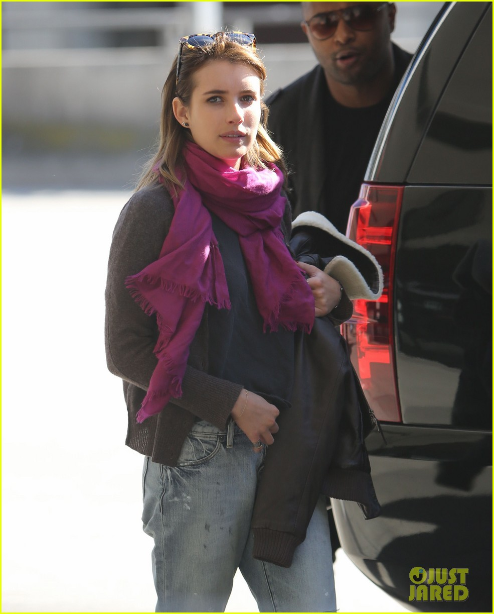 emma roberts i forgot to take a santa photo 11