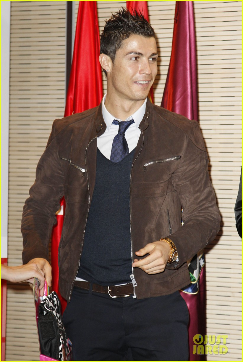 cristiano ronaldo no child without toys campaign 04