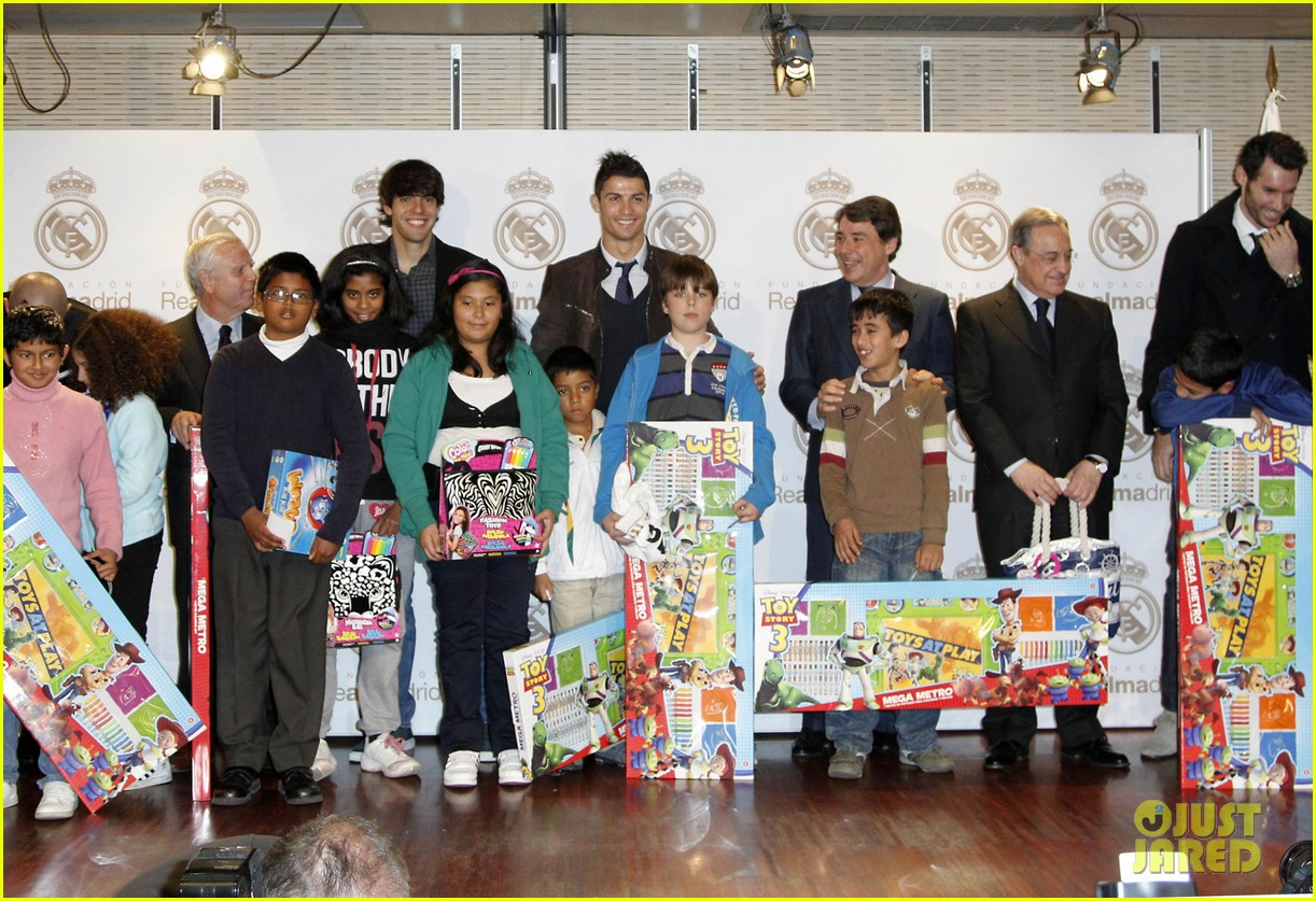 cristiano ronaldo no child without toys campaign 072777229