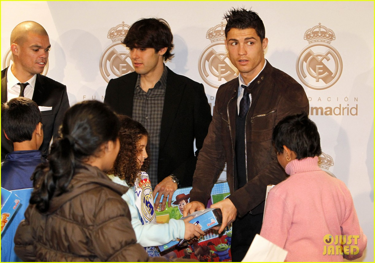 cristiano ronaldo no child without toys campaign 08