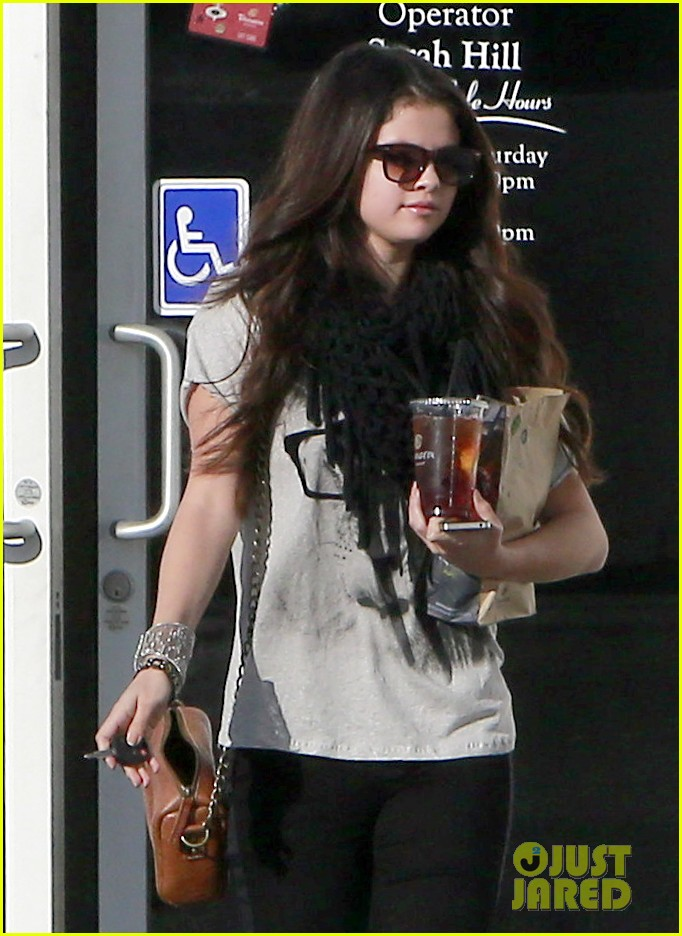 selena gomez panera pick up 02