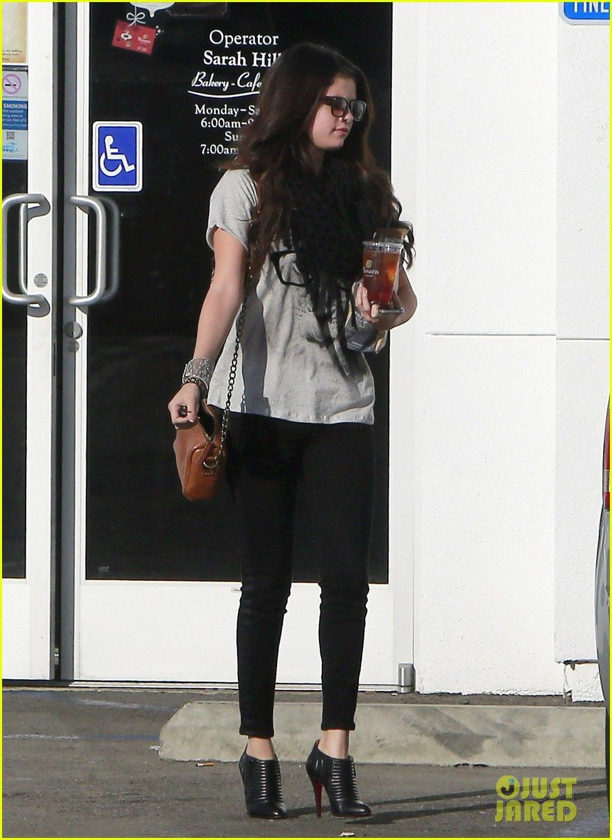 selena gomez panera pick up 09