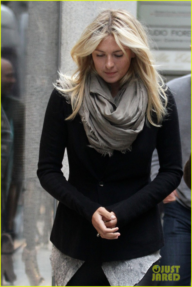 maria sharapova christmas shopping at armani milan store 07