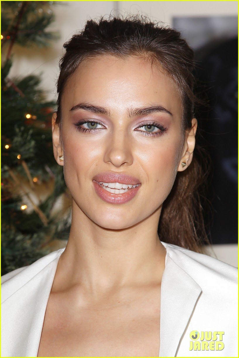 irina shayk aspca adoption center visit 15
