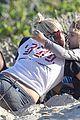 ashlee simpson beach kisses for bronx 24