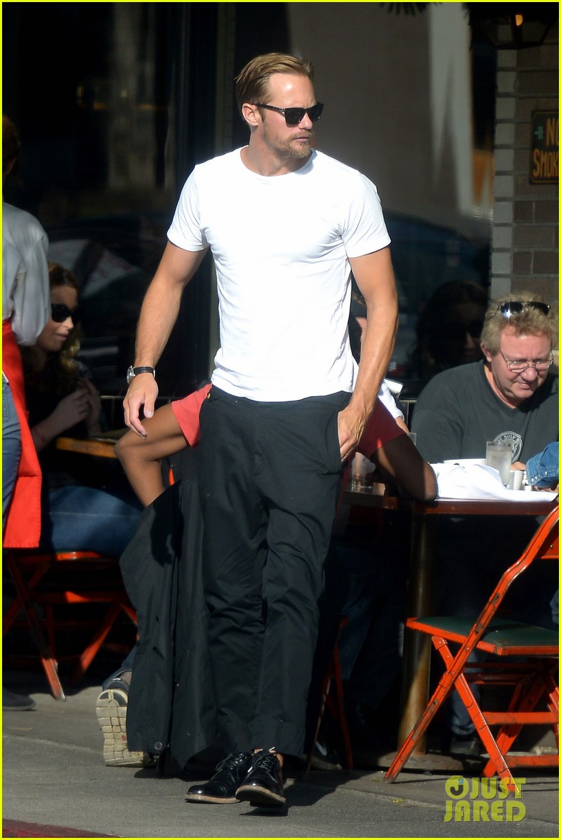 alexander skarsgard little doms lunch 04