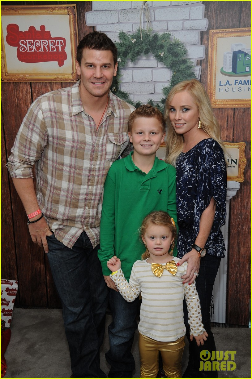 sarah michelle gellar david boreanaz buffy reunion at santas workshop event 04