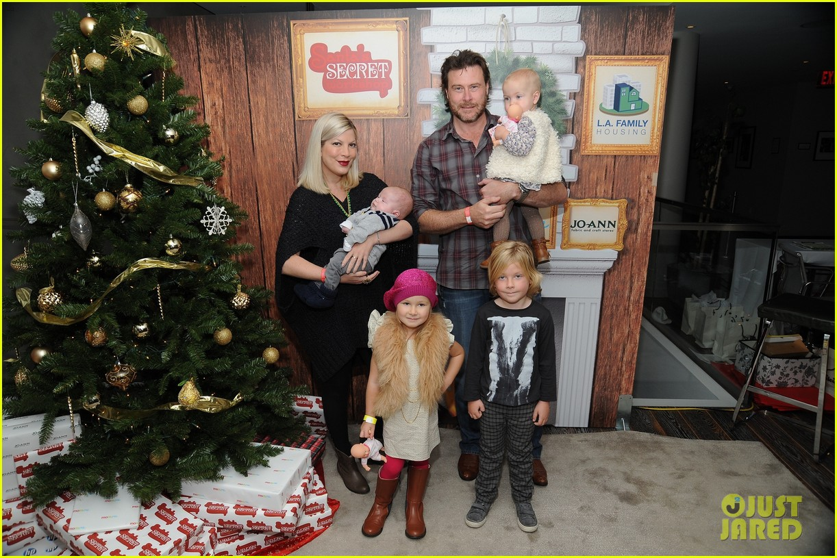 sarah michelle gellar david boreanaz buffy reunion at santas workshop event 06