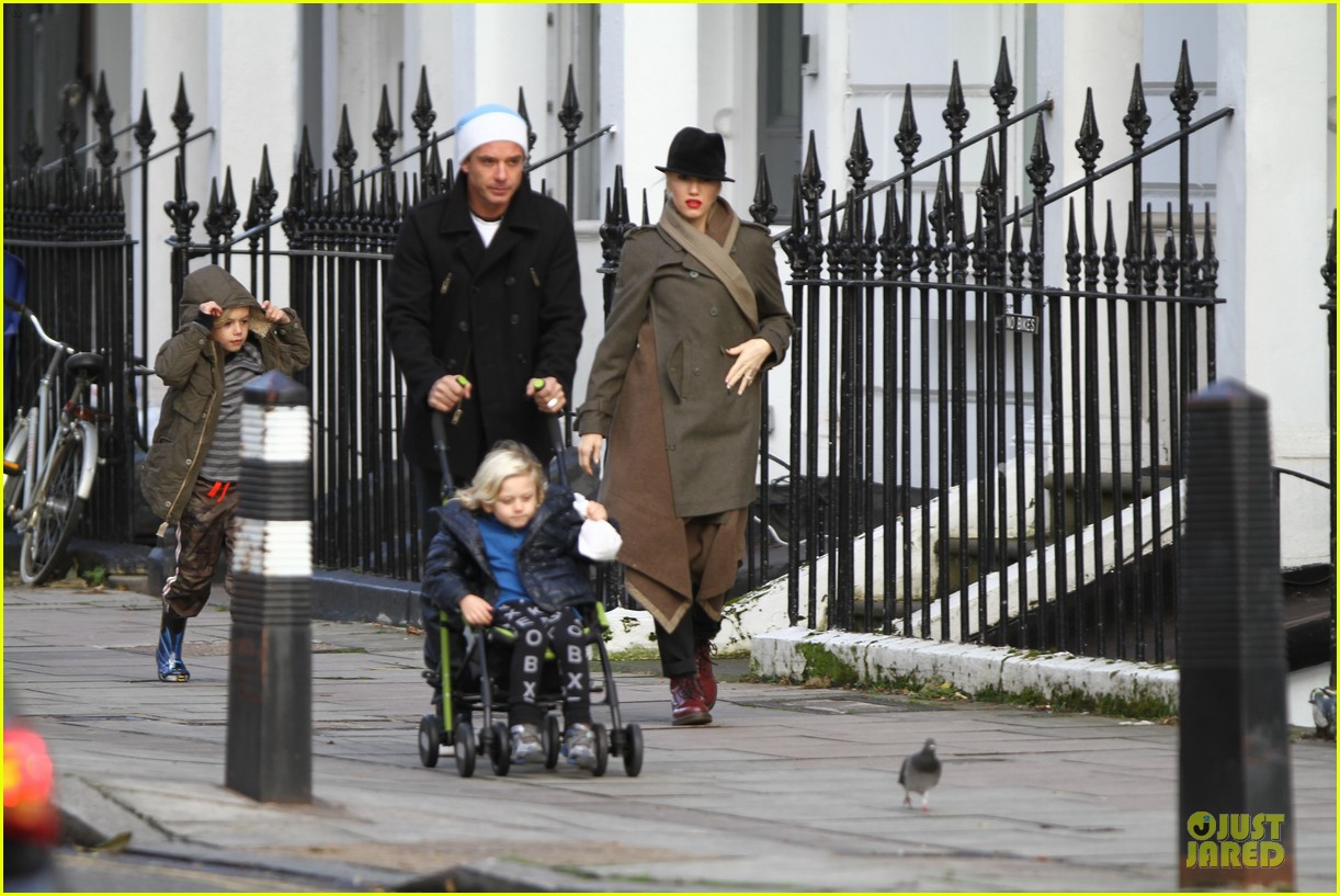 gwen stefani & gavin rossdale primrose hill park stroll with the boys 05