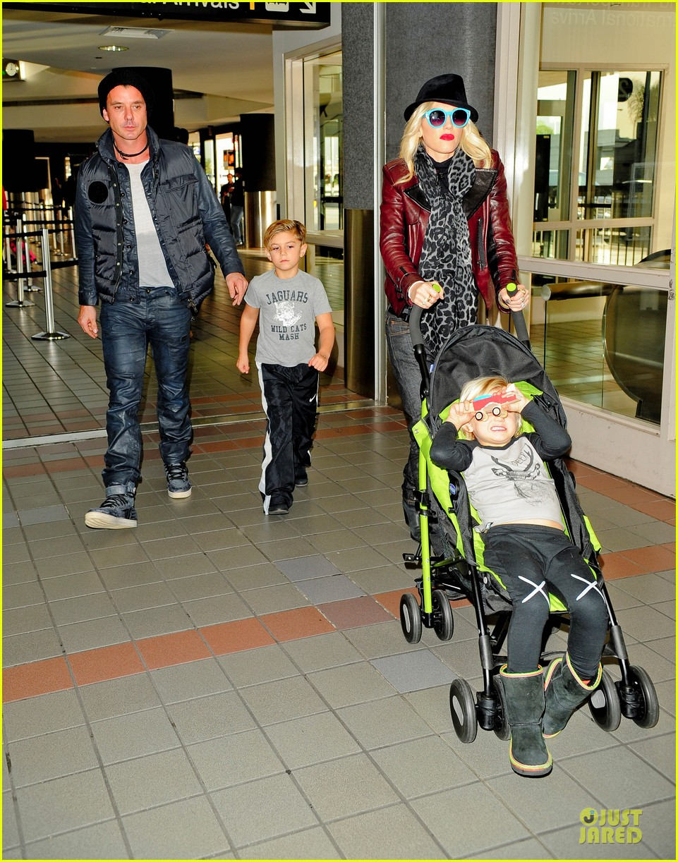 gwen stefani & gavin rossdale holiday travel with the kids 04